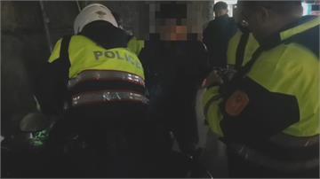 男子謊稱尿急趁機丟槍遭警民合力制伏後 又被搜出土製炸彈