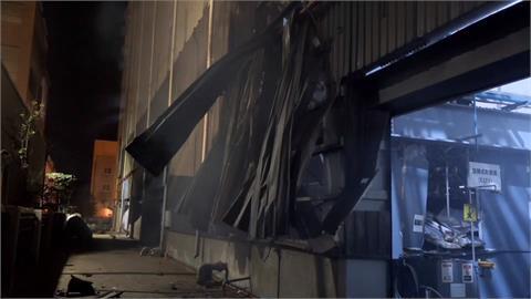 環保公司廠房火警 鐵皮扭曲變形設備燒毀