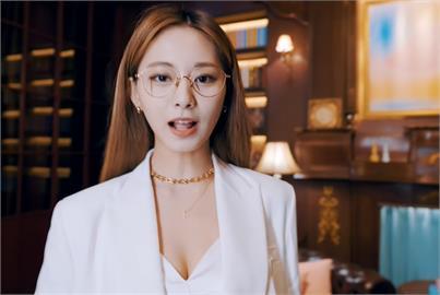 周子瑜新歌MV「轉大人」彎腰洩事業線 火辣身材讓粉絲都驚豔