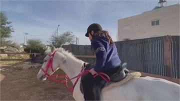 奇蹟!巴勒斯坦半癱女孩騎馬治療 肢體產生知覺