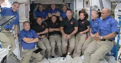 兩名日籍太空人舉行太空記者會 進行值星交接