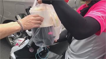 外送員控不給塑膠袋 害湯麵翻倒燙傷手臂