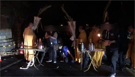 快新聞/遊覽車撞蘇花公路山壁釀6死 遺體連夜運返台北二殯「回家了」