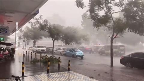 鄭州地鐵淹水再現?暴雨沖進廣州地鐵 乘客急撤
