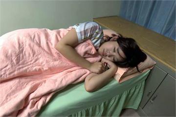肩頸常痠痛?醫師提醒這種睡姿出問題