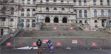 拜登就職維安森嚴 紐約州議會僅一人示威