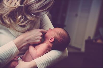 母:「我又懷孕了」26歲2寶媽傻眼:親妹比我女兒小
