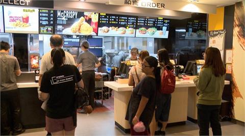 早餐漢堡只要24元!速食業者「連28天買1送1」網嗨翻:我還不買爆