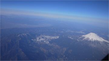 快新聞/華航747空中女王退役前最後巡禮 2/6載旅客繞行富士山上空一圈