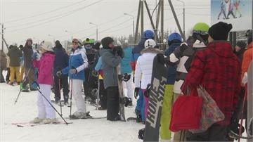 無懼嚴峻疫情 莫斯科滑雪場人滿為患