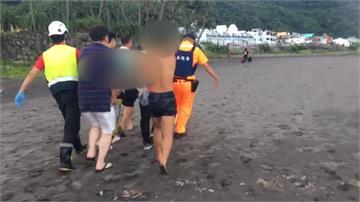 宜蘭外澳沙灘踏浪遭大浪捲 員警昏迷指數3