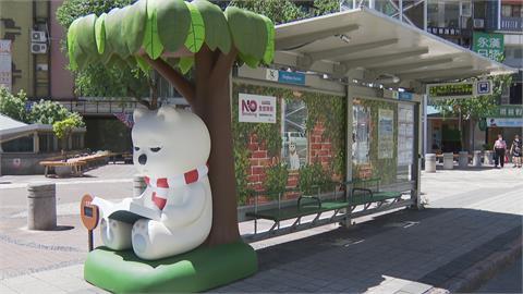 公車亭變身北極熊造型 綠能業者籲多搭大眾運輸