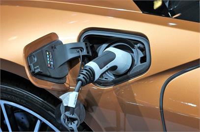 綠能及電動車指數上路 台積電鴻海列成分股