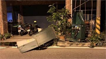 爛醉駕車撞變電箱釀停電 酒測值1.3精神混亂一路「盧」員警