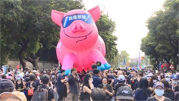 快新聞/「秋鬥」遊行民進黨大樓遭開槍? 警方澄清:有民眾丟擲石塊「非槍擊所致」