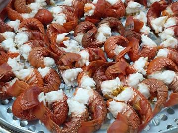 雲林這間國小超浮誇!營養午餐端出150隻龍蝦 網暴動:想去上課了