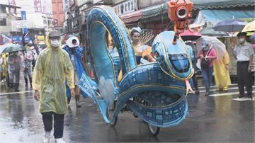 不畏大雨登場!淡水環境藝術節踩街 結合淡海輕軌藍海線 侯:帶來觀光效益