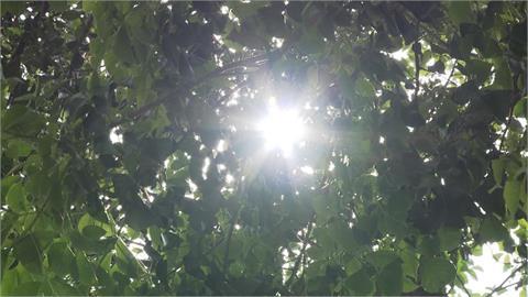 快新聞/週六前天氣晴朗炎熱 林嘉愷:下週一鋒面滯留降雨更多