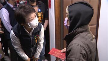 街友入住中繼宅 盧秀燕探視發送紅包、物資過好年