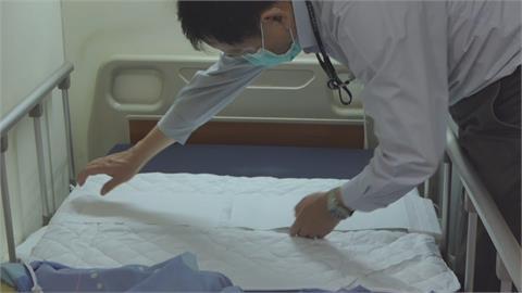 新竹醫院引進這「薄薄一片」 減少穿脫隔離衣 醫護巡房添利器