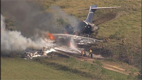 奇蹟!德州飛機失事摔成碎片 機上21人全員生還