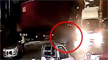 母載兩幼童遭輾壓骨折 聯結車駕駛肇逃