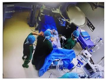 手術中她「清醒」感受身體被「切割」 原因竟是麻醉師落跑接電話!