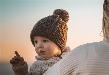毛帽頂端為何放「一顆毛球」?學者曝真正功能超貼心