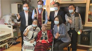 探視104歲文面國寶 總統用原住民語問候