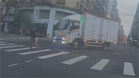 貨車左轉疑A柱擋視線 8旬婦遭撞翻一圈 頭部重創身亡