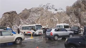 合歡山下冰霰!昆陽-松雪樓段結冰車輛須掛雪鍊