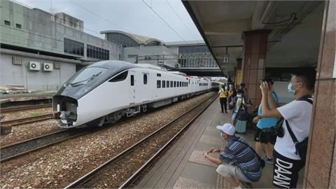「復古+現代」歷史性畫面! 鳴日號牽引城際列車進場測試
