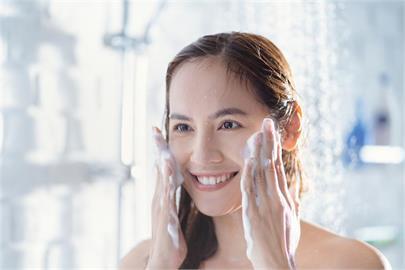 網傳鹽和糖可臉部去角質?食藥署闢謠曝下場:恐讓膚質惡化