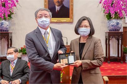 盧星華獲「國際傑出發明家獎」代表致詞 蔡總統接見盼提升台灣研發風氣