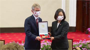 快新聞/蔡英文賀韋德齊連任參院議長 貼文藏創意「Taiwan can help」