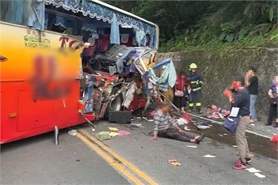 快新聞/蘇花遊覽車撞山壁6死21重傷 旅行社趕赴現場慰問處理