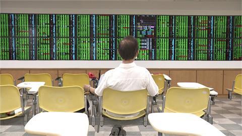 科技股疲軟 台股盤中跌145點回測17100點關卡