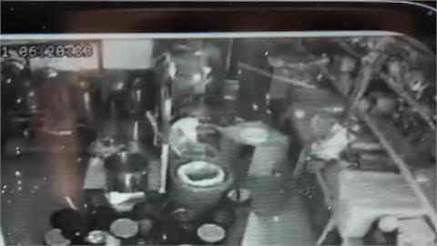 彰化飲料店氣爆...鐵捲門被炸扭曲變形  天花板塌陷!幸無人員傷亡