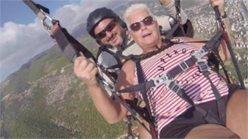 70歲阿嬤玩飛行傘主繩斷 教練冷靜解危落海