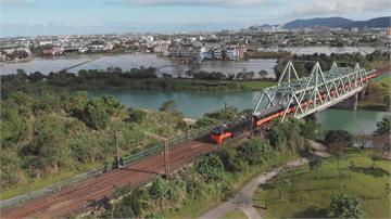 台鐵美學觀光列車正式啟動「鳴日號」首發團跨年夜出發