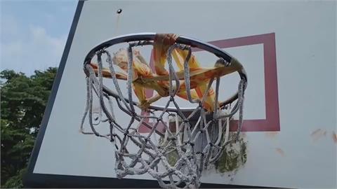 不能打球就放火搞破壞?基隆籃球網被惡意焚燒