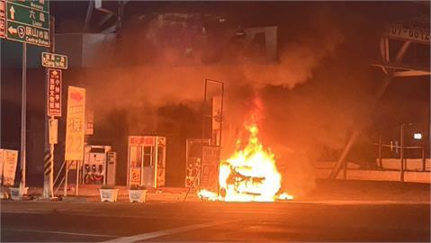 快新聞/汽車衝撞高雄加油站起火燃燒 駕駛當場被活活燒死