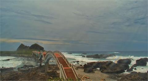 影/颱風烟花掀起浪花 東管處即時影像觀浪精彩又安全
