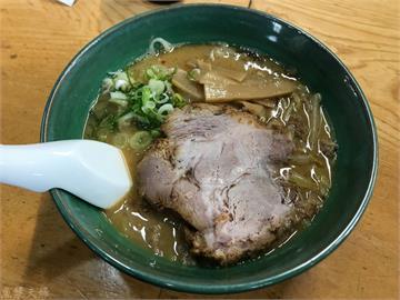 【食記】北海道 小樽 豬油保溫的重口味 拉麵初代 らーめん初代 推薦 必吃 菜單 價位 午餐 晚餐