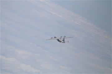 快新聞/一開工共機就來擾台! 2架「運8」闖我西南空域 空軍防空飛彈追監