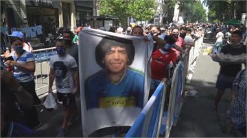 足壇傳奇馬拉度納國葬 上萬阿根廷球迷夾道送行