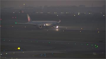 快新聞/英國抵台航班 5旅客13機組員受採檢 其中1人發燒送醫