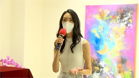 王永慶外孫女楊元寧首度在台辦畫展 王家人齊聚道賀