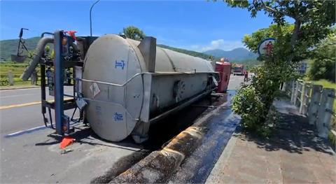 快新聞/宜蘭蘇澳「20公噸硫酸槽車」翻覆!駕駛受傷緊急送醫
