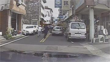 街頭上演電影情節!女賊行竊失風開車拖行員警